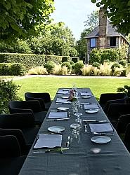 Déjeuner au jardin à l'ombre des tilleuls