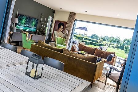 Un salon confortable dans une maison privée